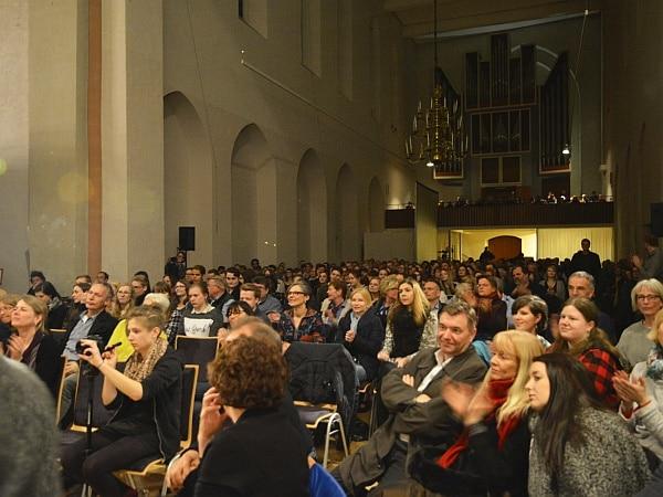 Publikum in der Kulturkirche in Bremen