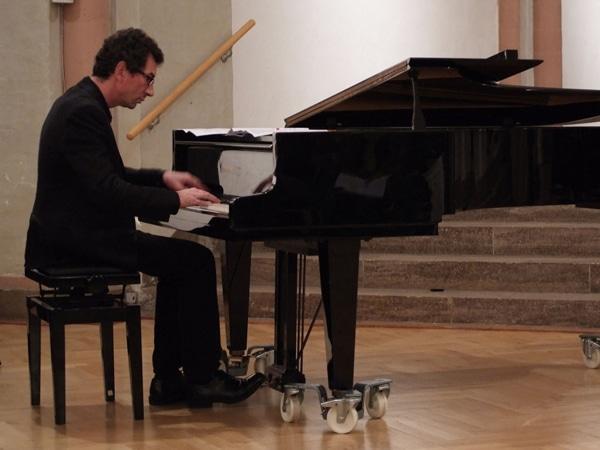 Tim Günther am Klavier